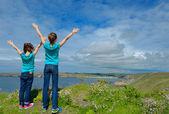 Kids looking at beautiful sea view — Stock Photo