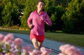 Woman running in autumn park, beautiful girl runner jogging outdoors — Zdjęcie stockowe