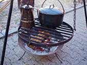 Cooking soup over burning campfire — Stock Photo