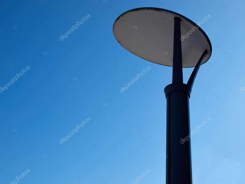 Moderne ontwerp straat licht lamp post pole — stockfoto ...