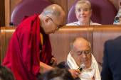 The Dalai Lama and the director Bernardo Bertolucci — Stock Photo