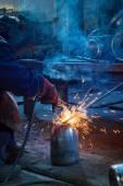 Pracovník svářeč svařování — Stock fotografie