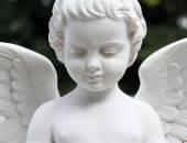 Beautiful cemetery angel statue — Stock Photo