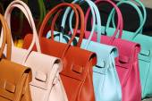 Handbags on San Lorenzo market — Foto de Stock