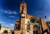 Cathedral of Saint Stephen with the French flag, Toulouse, France — Stock Photo