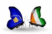 Butterflies with Kosovo and  Cote Divoire flags — Foto de Stock