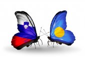 Butterflies with Slovenia and Palau flags — Foto Stock