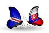 Butterflies with  Cape Verde and Slovakia flags — Stockfoto