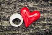 Red heart and white ring on the tree bark — Stok fotoğraf