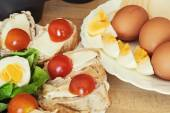 Bread with eggs, cherry tomatoes and green lettuce — Stock Photo