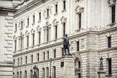 Robert Clive's statue and Churchill War Rooms — Stock Photo