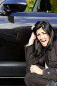 Woman screaming angry of scratched car — Stock Photo