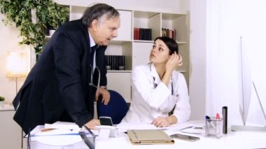 Doctors in studio discussing — Stock Video