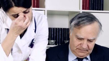 Doctor talking with colleague — Stock Video