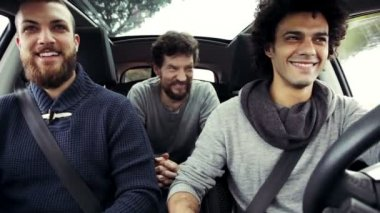 Three young men in car talking — Stok video