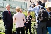 Interview Nils Daniel Carl Bildt — Stock Photo