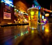 Pint of beer on a bar — Stock Photo