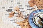 Viaggio destinazione regno unito e irlanda, antica mappa con bussola d'epoca — Foto Stock