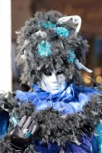 Black and blue mask at the Carnival of Venice — Stock Photo