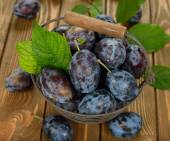 Fresh plums in a basket — Stock Photo