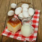 Milk, eggs and bun — Zdjęcie stockowe