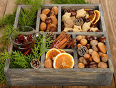 Mulled wine, spices and nuts — Stock Photo