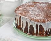 Chocolate cake with icing — Stock Photo