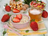 Muesli with strawberries — Stock Photo