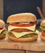 Fresh cheeseburger — Stock Photo
