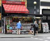 Newspaper Kiosk, London — Stock Photo