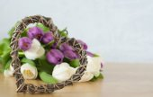 White and violet tulips on the table with heart — Stok fotoğraf