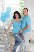 Young attractive couple: pregnant mother and happy father — Stock Photo