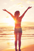 Happy Free Woman at Sunset on the Beach — Stock Photo