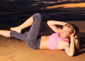 Woman Doing Crunches — Stock Photo