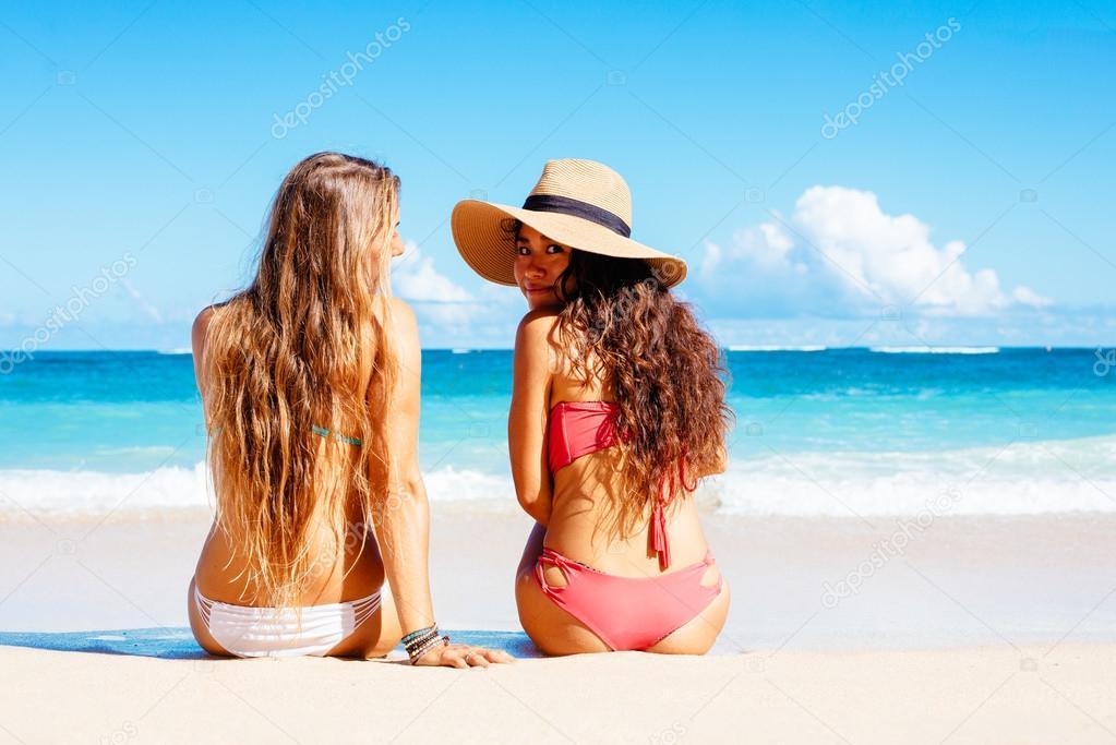 photo of girls on the beach № 18641