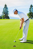Golfer on Putting Green — Stockfoto
