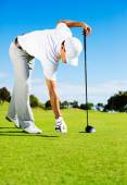 Man Placing Golf Ball on Tee — Stock Photo
