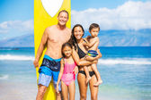 Happy Family with Surfboards — Stockfoto