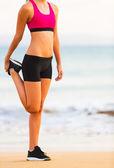 Fitness kadın germe — Stok fotoğraf