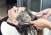 Woman in a beauty salon — Stock Photo