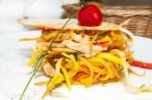 与蔬菜和蔬菜沙拉 — 图库照片