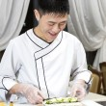 Chef preparing sushi rolls — Stock Photo #66078665