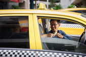 Taxi driver driving car happy client paying money — Stock Photo