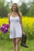 Model In Field Of Flowers — Stock Photo