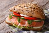 Delicious sandwich with salmon and vegetables close up — Stock Photo