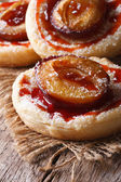 Cakes of flaky pastry with plums close up vertical — ストック写真