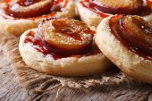 Pies of flaky pastry with plums close up horizontal  — Stock Photo