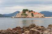 Respectable resort island of Sveti Stefan in the morning — Stock Photo