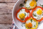 Fried eggs with peppers on a pan close-up. top view horizontal — Stock Photo