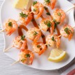 Grilled shrimp on skewers close-up. horizontal view from above — Stock Photo #63695725